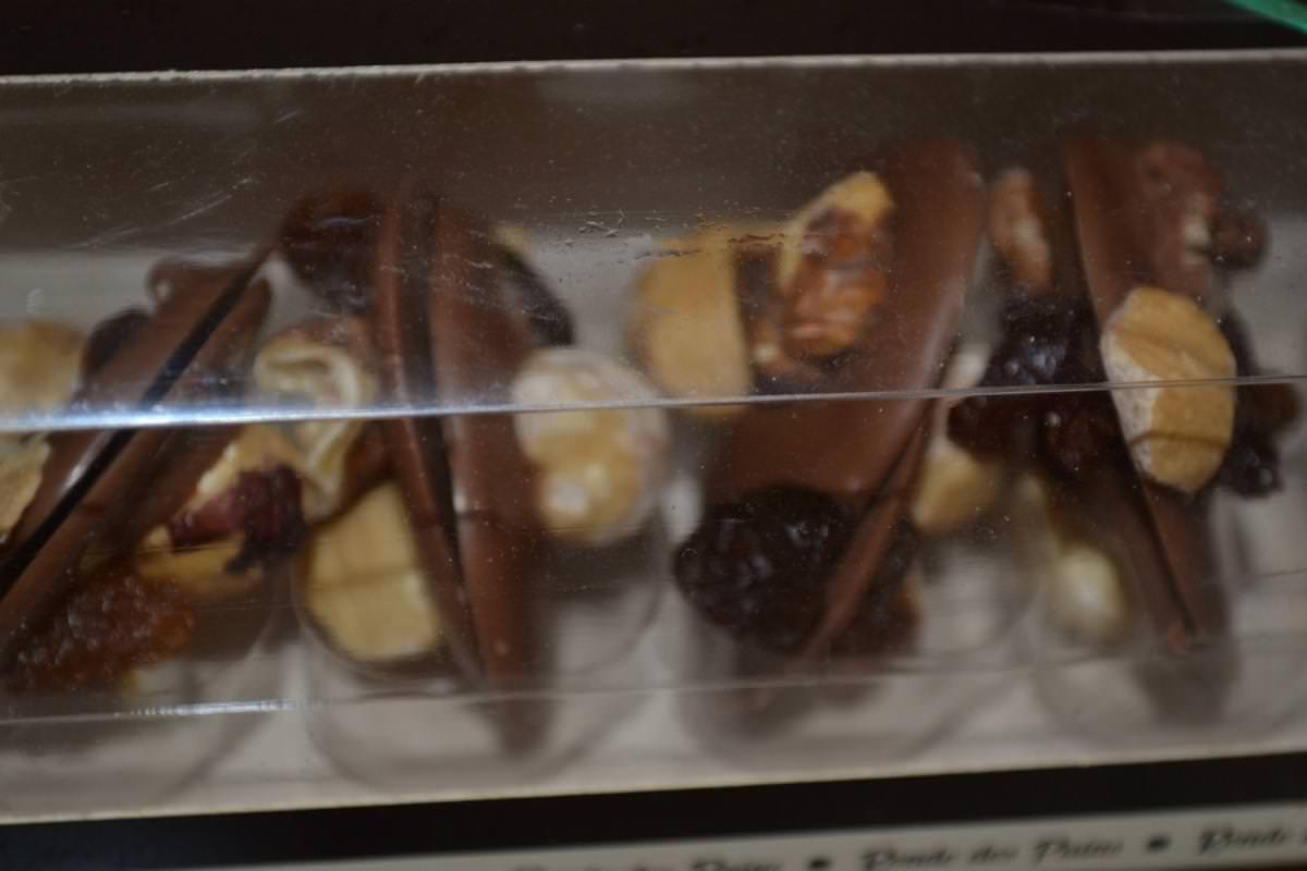 orangettes, noisettes,nougatine le tout enrobé de chocolat noir ou lait