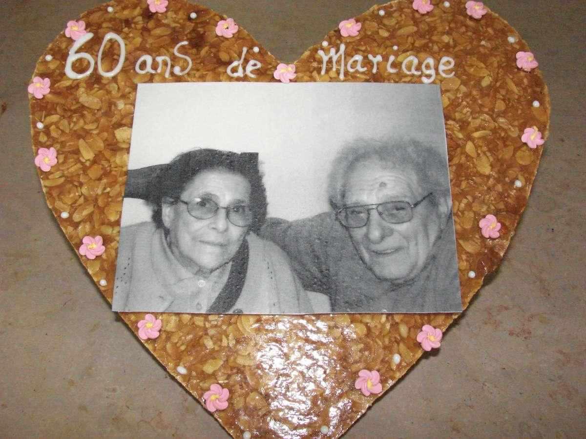 coeur de nougatine avec une photo imprimée sur du papier alimentaire et de l'encre alimentaire. nous pouvons élaborer des textes, des photos ,des logos......de votre choix , pour une personnalisation exceptionelle